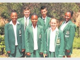Voor: Kholeka Nkosi, Nhlanhlenhle Nyembe en Jade Schoeman. Agter: Johnathan de Swart, Reiler Steffens en Sinenhlandla Kunene. Afwesig: Kayla Lemmer en Kegan van Staden.