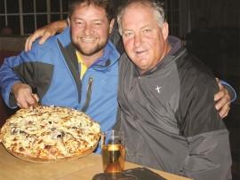 Enjoying their pizza are Coert Grobler and Tinkie van den Heever.
