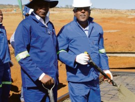 Makhosini Nkosi and Ravi Pillay get down to work.