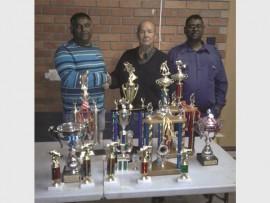 Chairman, Shandy Singh and vice-chairman, Vishnu Pooni flank top angler, Piet Bothma.