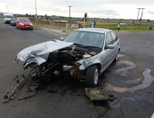 BREAKING NEWS: Two injured in three car pile-up | Newcastle Advertiser
