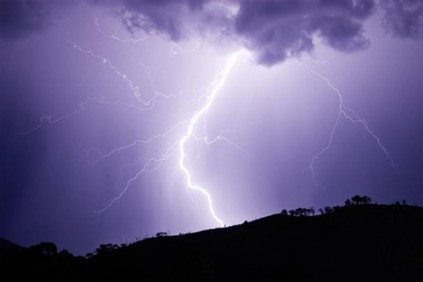 Alle nye Woman, baby killed by lightning; several others injured ZB-61