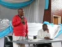 Former Endumeni Mayor, Thulani Mahaye addressing a recent meeting.