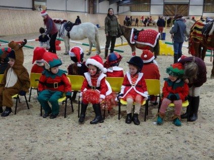 Christmas-party-musical-chairs (Medium)