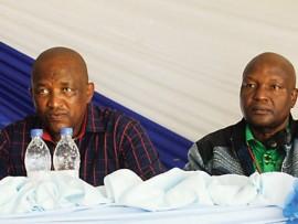 Udokotela Bishop Thulani Xaba, uMeya wase Ndumeni, Thulani Mahaye, uSomlomo womkhandlu uMzinyathi Bongani Chambule kanye Dokotela Bheki Sikhakhane ngenakathi kuneMbizo ka Meya e Sibongile.