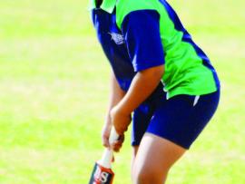 Ntsako Mawila waits in anticipation as the ball comes his way.