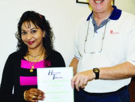 Waldo Thöle presents Vanitha Patsy Shrikrishan with her 25-years service certificate.
