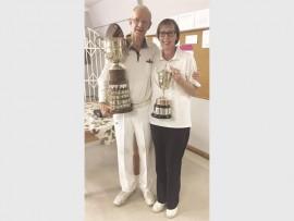 Hogart Gevers and Noela Dreyer with their trophies.