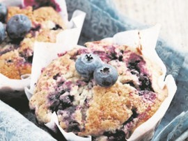 A blueberry muffin makes a great addition to any lunchbox. (Source: www.food24.com)