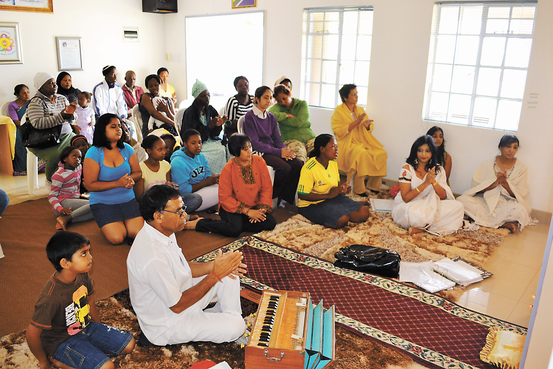Sai group pays tribute to Madiba - Estcourt and Midland News
