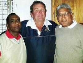 Skaapdag Golf Day winners Kammy Baboolal (left) and Dr Chotu flank sponsor Fred Vickers.