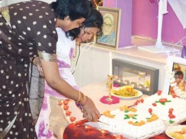 Devotees cut the birthday cake.