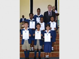 Andrew Cook (Mitchell House, headmaster) with the learners who received certificates for progress in reading. Front: Joshua de Kock (gr. 4), Mikaeel Tayob (gr. 4) and Taraneh Muhajir (gr. 5)  Middle:  Tshego Lamola (gr. 5), Thebe Moabelo (gr. 5)  and  Seemole Senwamadi (gr. 7). Back: Rifumo Shingange (gr. 7).