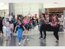 Dansers dans om geld in te samel vir Imke