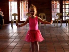 [VIDEO] Kleuters dans die 'Macarena'