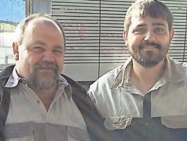 Dirkie van der Bank (links) is weer op die been en aan die herstel. Hier is hy saam sy pa, Deon. Foto: Verskaf