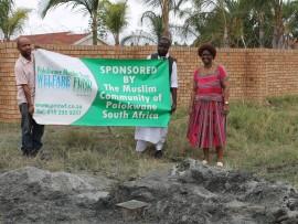 Ahmad Leriba (The Polokwane Muslim trust Welfare Fund) with Sarel Martin (Nirvana Primary School SGB, treasured) and Thoko Mhlongo (Nirvana Primary School, principal).