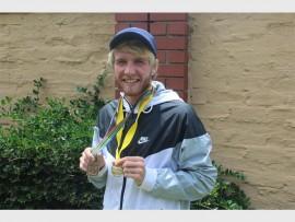 JJ van der Merwe spog met die twee goue medaljes wat hy in twee afsonderlike 10 km padwedlope gewen het gedurende die Desember vakansie.
