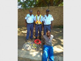 Const Magoro Tleane, Lt Kwaile Thaba and WO Joseph Mohlala with a 32-year-old suspect who was arrested in Tafelkop last Tuesday for possession of dagga.