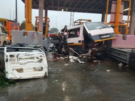 A taxi lost control and crashed into the Umvoti toll plaza outside Thembeni, Groutiville earlier this evening. Photo: IPSS Medical Rescue.