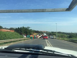 """Truck being pulled out. Photo"""" ballito 911"""