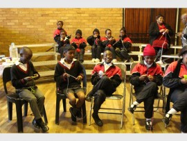 Who said knitting is just for girls? Boys from Norwood Primary enjoy knitting for 67 Blankets.
