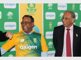 Pramod Saxena, the CEO of Oxigen with chief executive of Cricket South Africa, Haroon Lorgat.