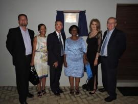 Van links, Herman van Zyl (beheerliggaam-voorsitter), Shirley Dhlamini (departement van onderwys), Toy Human (skoolhoof), Hilda Kekana (direkteur Tshwane-suid distrik), Margie van der Walt (adjunk-direkteur Tshwane-suid distrik) en Braam Scheun (adjunk-direkteur Tshwane-suid distrik).