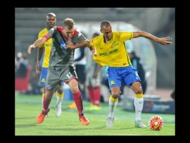 Wayne Arendse of Mamelodi Sundowns challenged by Jeremy Brockie of SuperSport United during the Absa Premiership match at the Lucas Moripe stadium. Photo:Samuel Shivambu/BackpagePix.