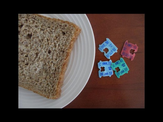 A slice of bread with breadclips on the side. Photo:jewelpie.com