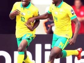 Menzi Masuku and Gift Motupa in action. Photo: BackpagePix