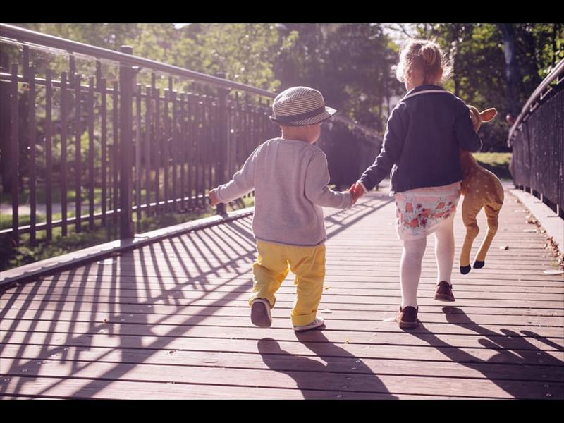 childrenplaying_93004
