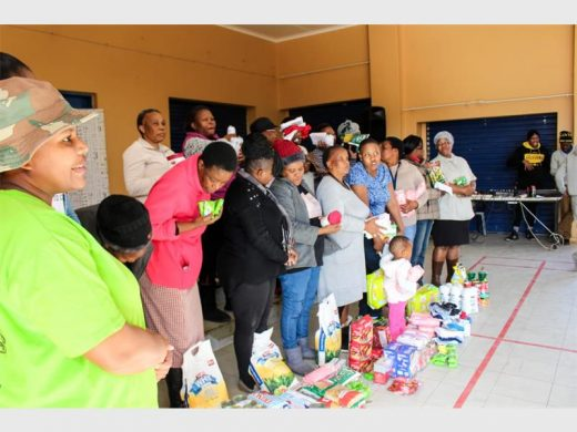 Local organisation donates food parcels | Rekord East