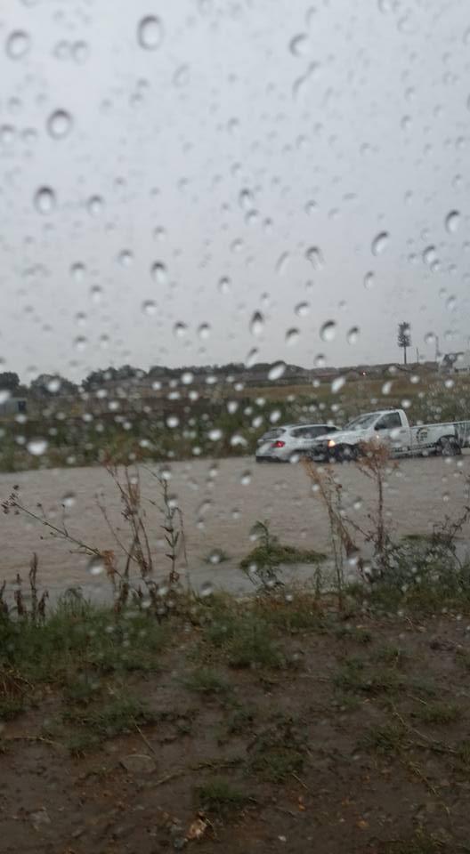 Flash floods in Rooihuiskraal Road in Centurion. Photo: Monique Naude/Facebook.