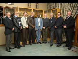 Van links, Mnr Frank Roos (afgetrede Hoof van HS Eldoraigne) Mnr Gerhard Swart (waarnemende Hoof van LS Uitsig) Dr Dewald Strydom (Hoof HS Swartkop) Mnr Ferdi Maree (Hoof LS Rooihuiskraal) Mnr Lawrence Makondo (Dept van Onderwys: Tshwane Distrik Suid) Dr Jan Visagie (Hoof HS Uitsig) Mnr Jannie Raath (Hoof LS Hennopspark) Dr Karel Kriek (Hoof Midstream Kollege) Dr André Prinsloo (Hoof HS Eldoraigne) Photo: supplied