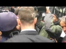 Panicked Pistorius trapped in media entourage