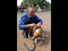Johan Coetzee en Chocolate die hond. Foto: Corlia Kruger