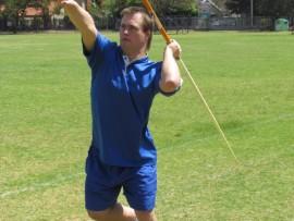 Cornel Lourens, een van die plaaslike atlete met Downsindroom wat hard aan die oefen is vir die komende atletiekseisoen, besig om sy spiesgooi-vaardighede te slyp. Foto: Lanha Burger