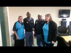 Van links is: Debra Vogel (Mon Ami), luitenant-kolonel Silas Thoka, kaptein Muzi Mtsweni en Carmen Engelbrecht (Mon Ami). Foto: Verskaf