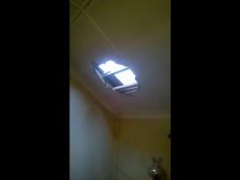 Die inbreker het deur die dak toegang tot die huis verkry. Foto: Verskaf