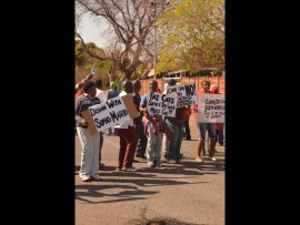 Telkom employees striking. Photo: Kayla van Petegem