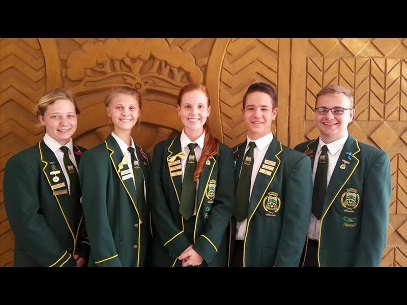 Tienersteungroep se bestuur: Corlien Venter (sekretaresse), Leandri vd Merwe (ondervoorsitster) Chané Kemp (voorsitster), Corno Coetzee (voorsitter) en Zuan vd Byl (ondervoorsitter).