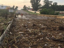 Witkoppen Road was closed on the morning of 10 November after massive floods the night before.